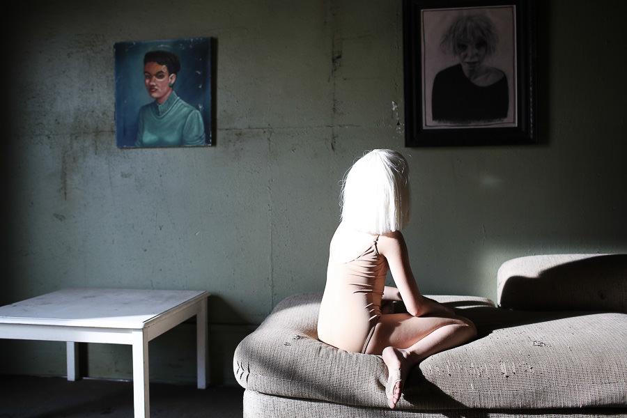 Sia_Chandelier_Maddie_Ziegler_Behind_the_Scenes_6844 ...  |Maddie Ziegler Chandelier Behind The Scenes